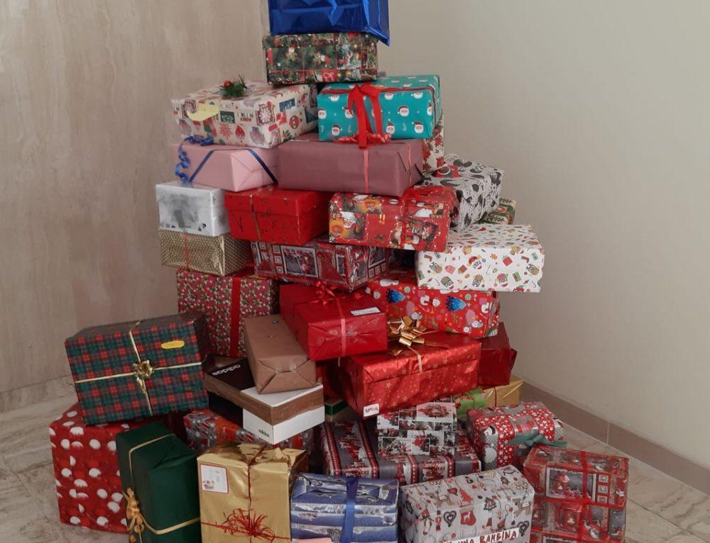 """Le scatole di Natale nella Scuola Primaria """"E. Mattei"""""""
